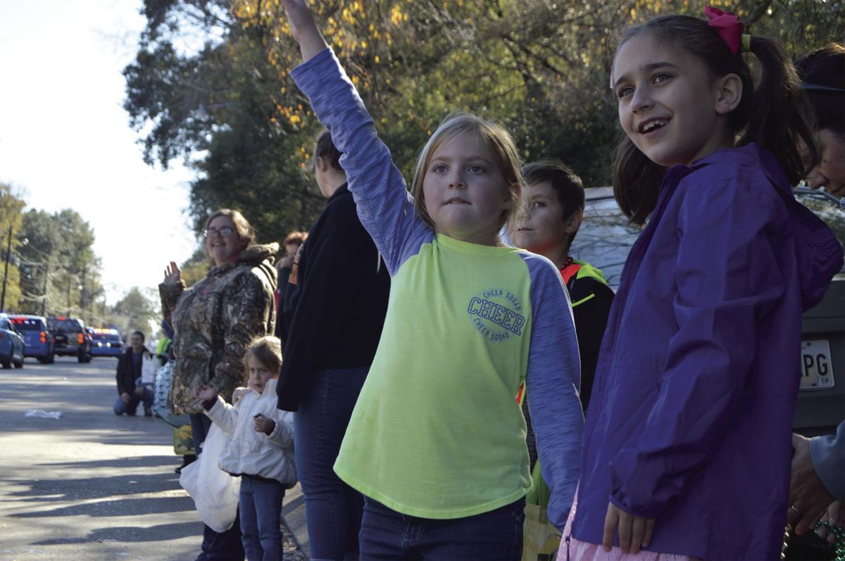 Denham Springs Christmas Parade 2021 Denham Springs Christmas Parade 2017 Photo Gallery Photo Gallery Livingstonparishnews Com