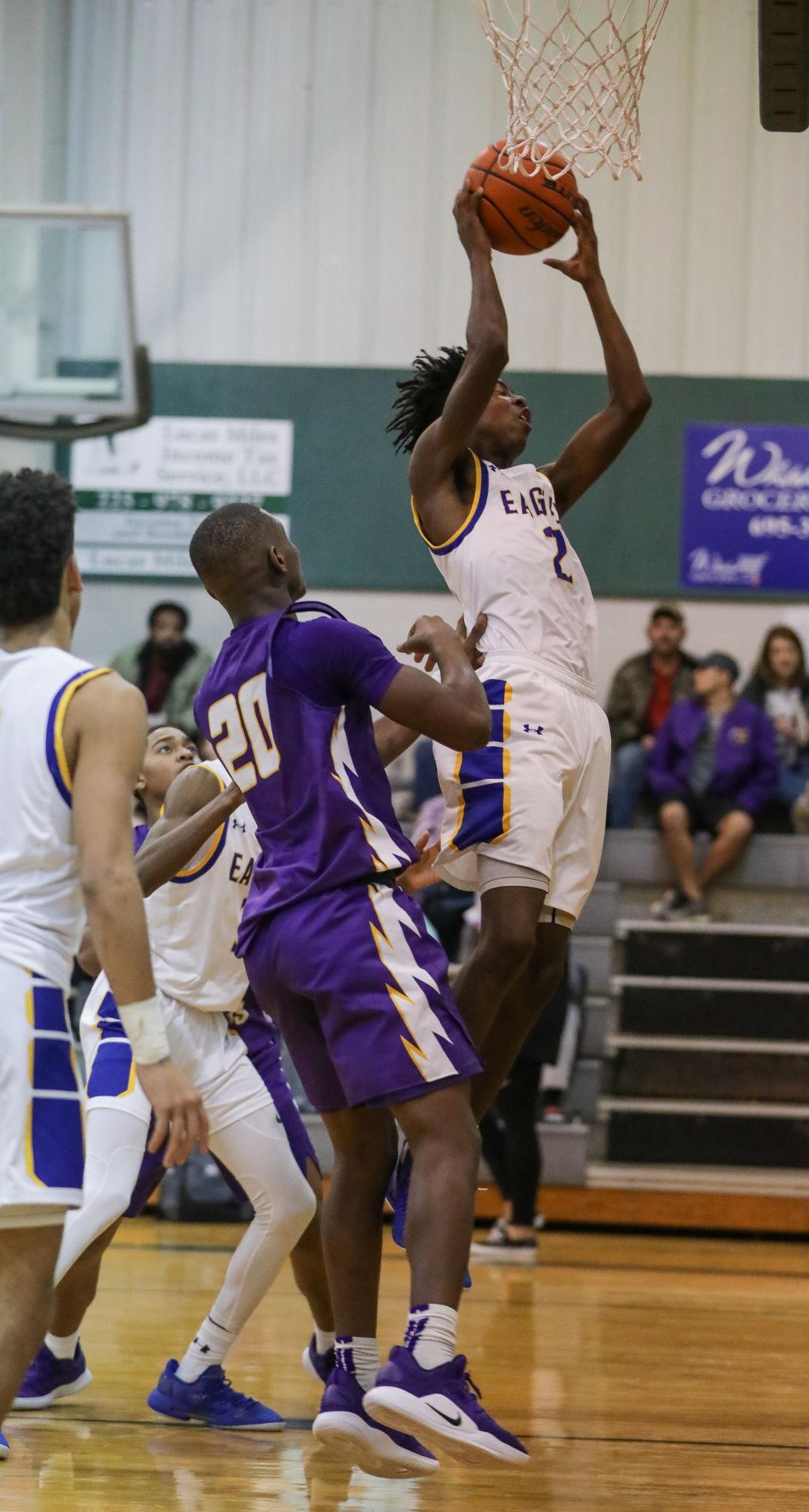 Live Oak vs Denham Springs boys basketball Darian Ricard