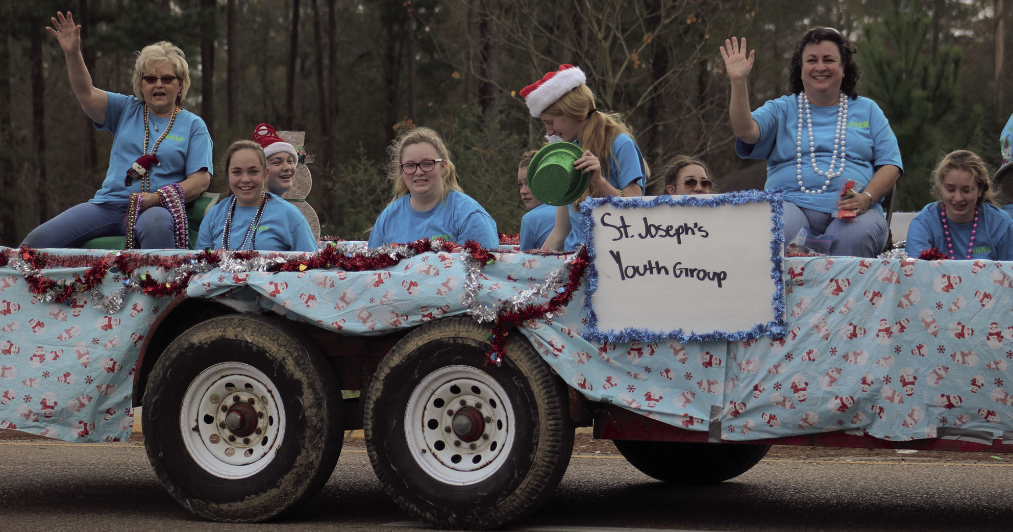Cloudy skies can't damper French Settlement Christmas Parade ...