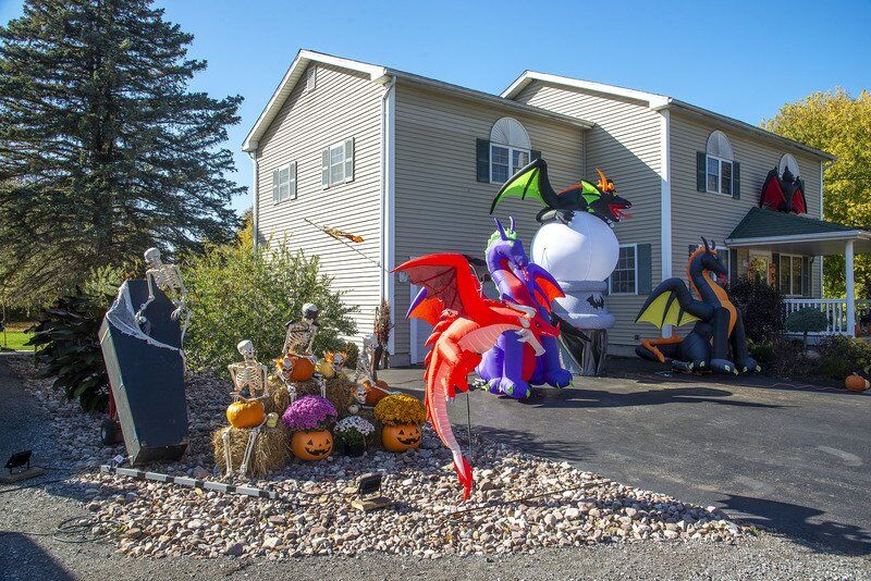 Lake Avenue Halloween display getting a lot of attention