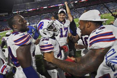 Bills' Wade passes on rugby to give NFL a try