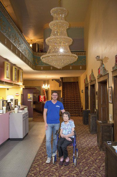 New crystal chandelier at the Palace is a memorial to a caring couple & New crystal chandelier at the Palace is a memorial to a caring ...