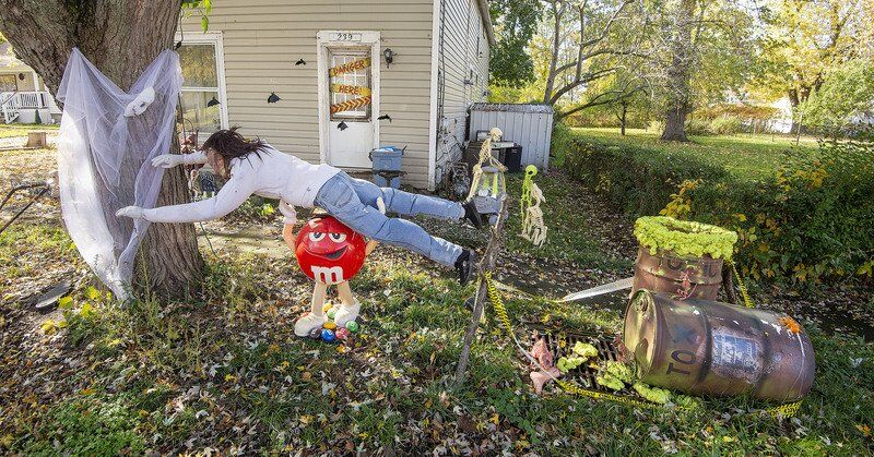 IN THE HALLOWEEN SPIRIT: No limits, only common-sense tips, for safe trick-or-treating this year