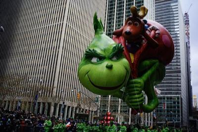 After wind scare, balloons fly in Thanksgiving parade