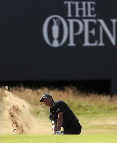 a0a3c8f3cbb6eb Kisner takes lead at British Open