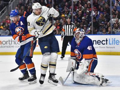 Varlamov, Islanders blank Sabres in 9th straight win