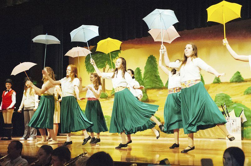 Royalton-Hartland students to present 'Mame'