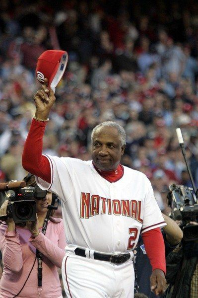 Hall of Famer, pioneering manager Frank Robinson dead at 83