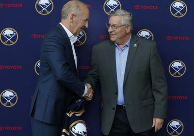 Skinner's contract overshadows new Sabres coach's arrival