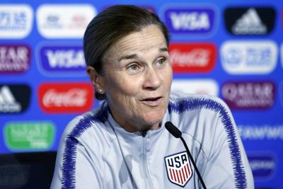 Ellis steps down from USWNT