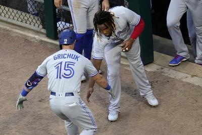 Grichuk homers, Blue Jays beat sloppy White Sox