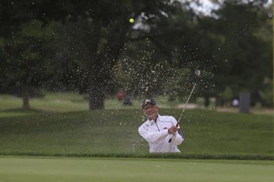 Hanzel battles way to windy 68 1st round in Senior Porter Cup