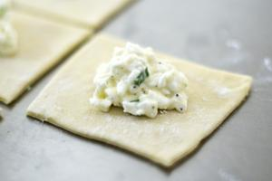 Lodian LaVerne Walth shares the art of making cheese buttons