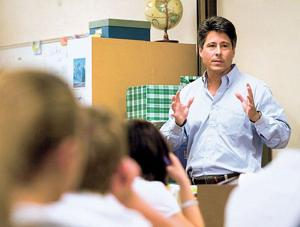 Best-selling author Robert Dugoni stops by Lodi