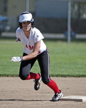 Lodi's Brianna Mendez makes early runs hold up