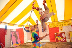 Grape Festival audience encouraged to participate in circus show act