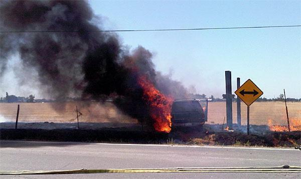Galt officers pull teen from burning vehicle
