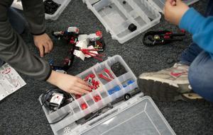 River Oaks Elementary School's robot club teaches teamwork, problem-solving