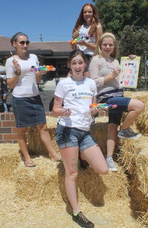 Elliot Christian High School students volunteer at Literacy Fair