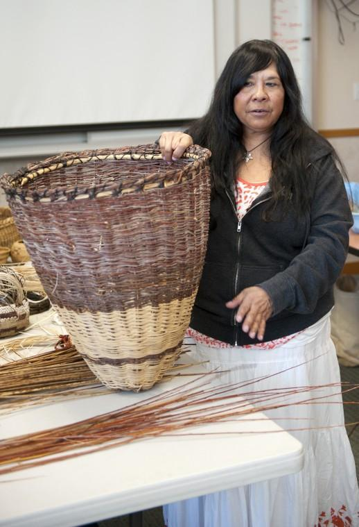 American Indians teach art of basket weaving