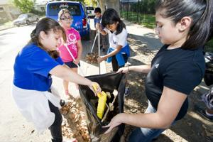 Cleanup teaches local students about Mokelumne River pollution