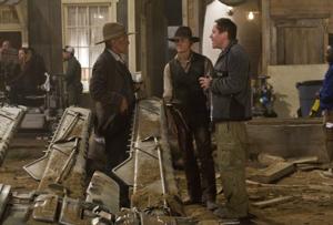 Western, science fiction merge in 'Cowboys & Aliens'