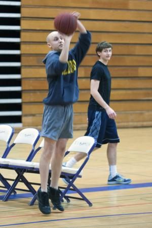 News-Sentinel reporter holds his own against top high school basketball players