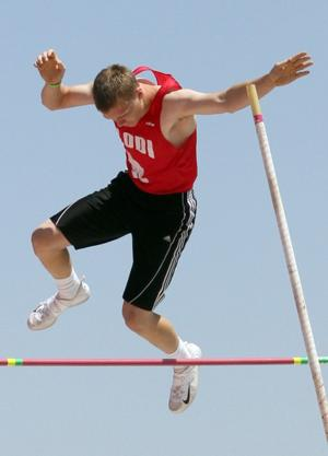 Jannell Hadnot, pole vaulters take flight in divisional finals