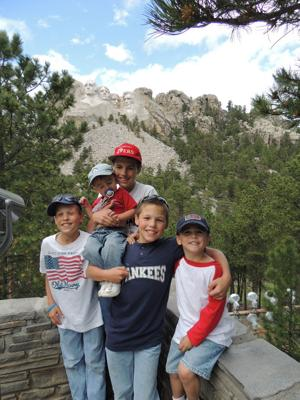 Jay brothers visit Mount Rushmore