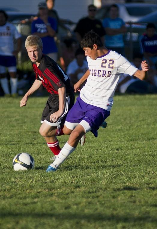 Tokay Tigers edge Lincoln Trojans 2-1 in boys soccer
