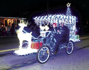 Parade of Lights excites Lodi crowds