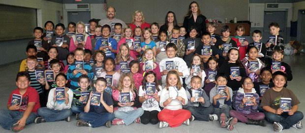 Lodi Elks Lodge provides dictionaries to third-grade students at two schools