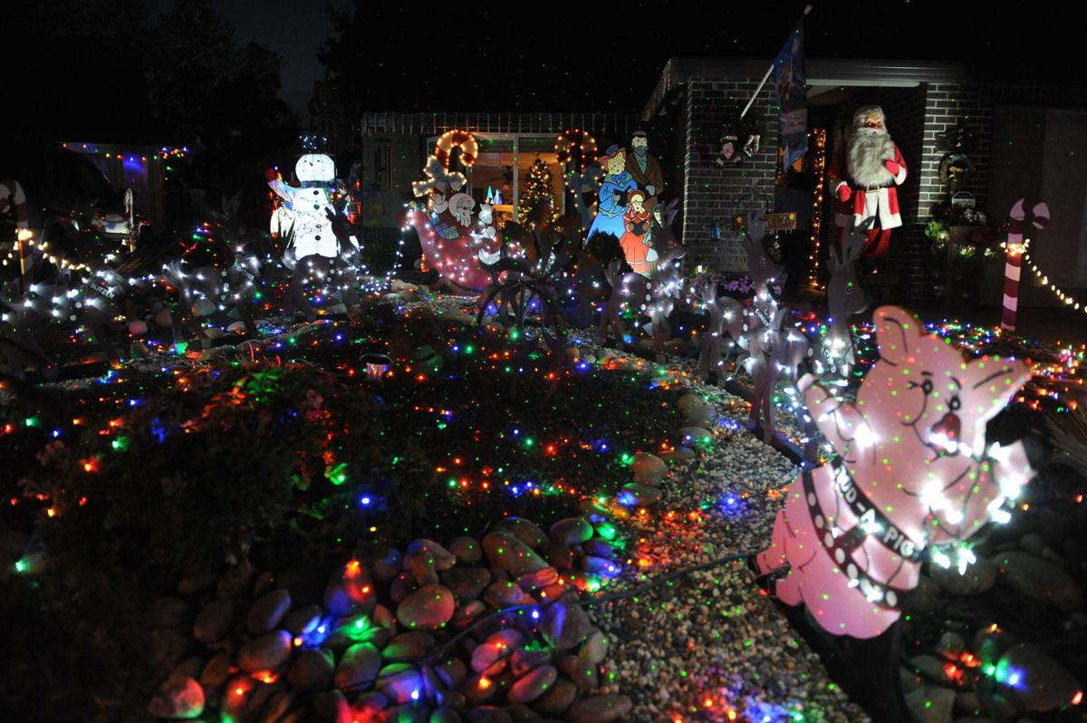 Illuminating Nativity On Tokay >> Christmas Magic Elaborate Christmas Displays Are Beloved Traditions