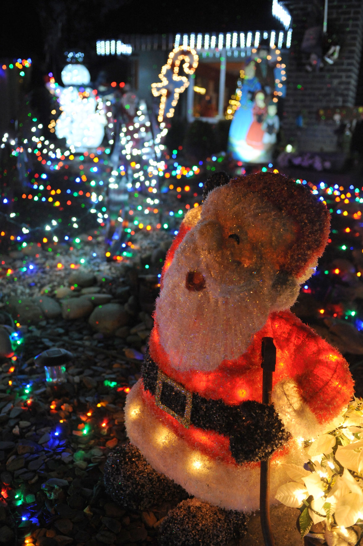 Illuminating Nativity On Tokay >> Christmas Magic Elaborate Christmas Displays Are Beloved Traditions