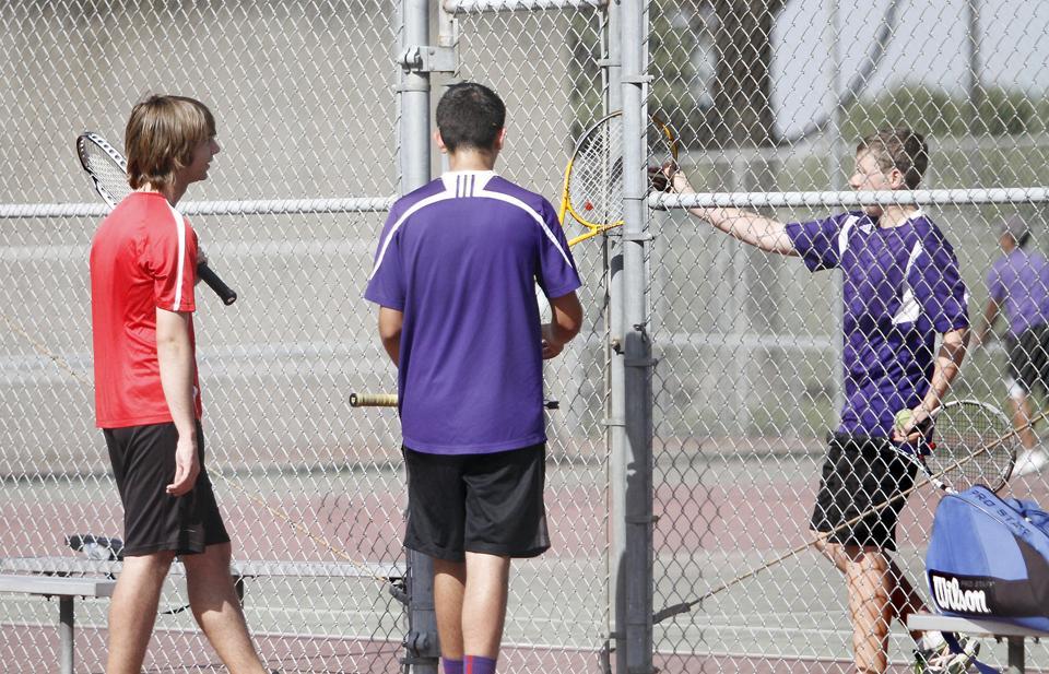 Boys tennis: Tigers sweep series but Flames' Nathan Saragoza stays perfect