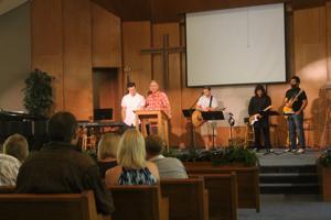 Vinewood Community Church learns to pray