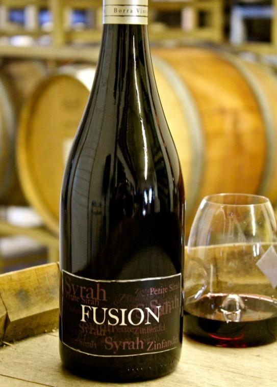 The 2008 and '09 Borra Fusion Red features an intensely perfumed, spiced raspberry fruitiness