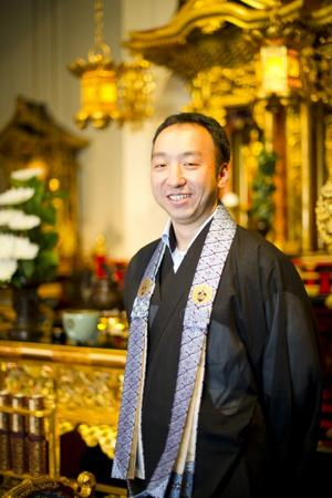 Minister Katsuya Kusunoki settling in at Lodi Buddhist Church