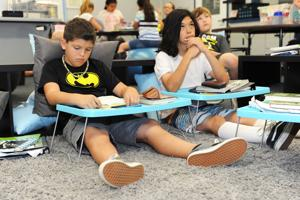 River Oak Elementary School goes deskless