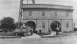 1913: Lodi trustees purchase city's first fire truck