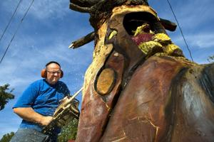 Artist Richard Hazard creates totem featuring playful bears