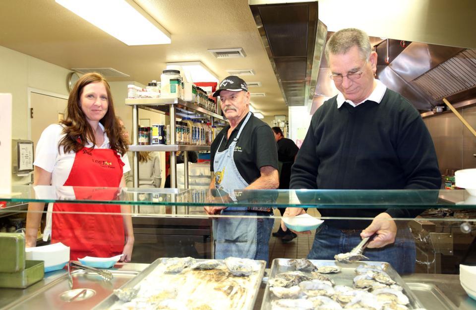 LOEL Center Center crab feed