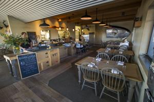 Airport Cafe: Dinner menu takes off with travelers