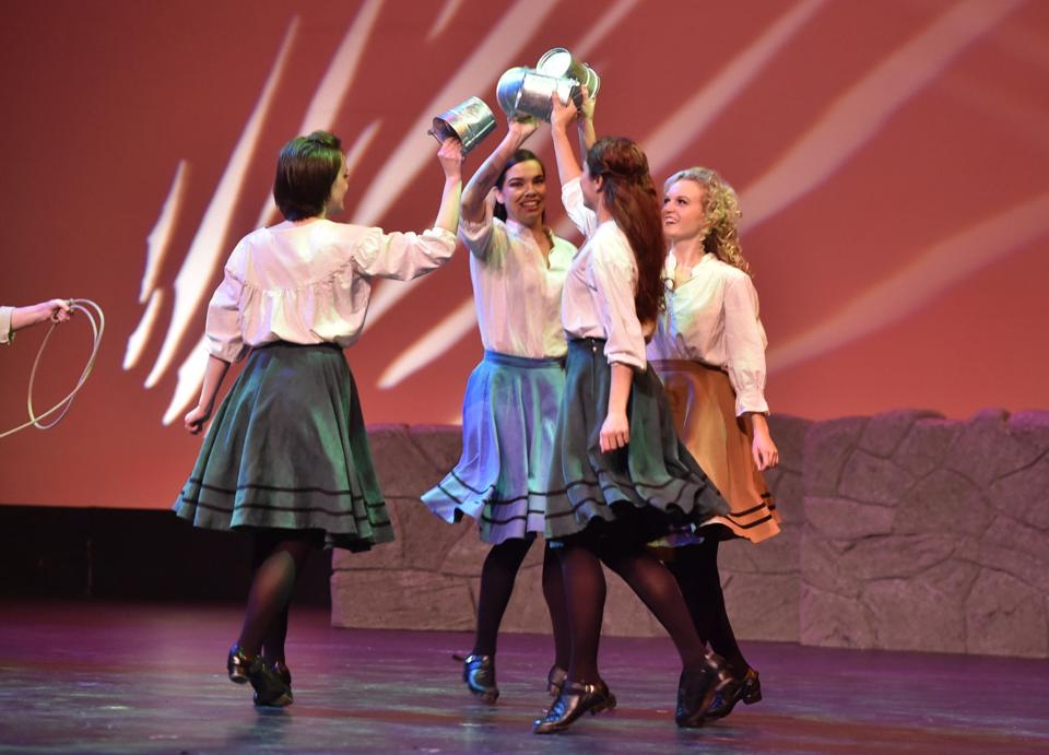 'An Irish Christmas' dances into Stockton