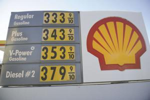 Gas prices expected to continue rising in California