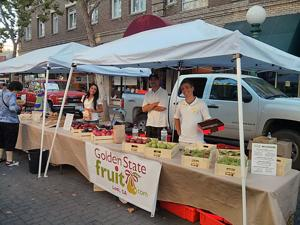 Golden State Fruit offers pears, plums