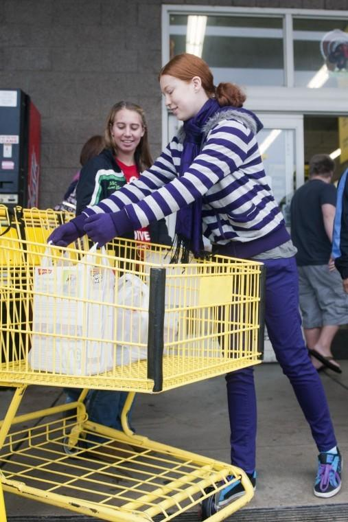 Generous shoppers 'Stuff the Bus' for needy families