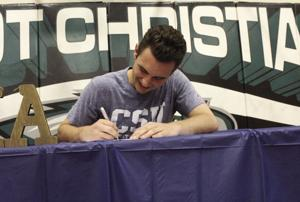 College signing: Bond becomes a Keelhauler
