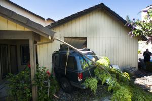 Car crashes into garage in Lodi