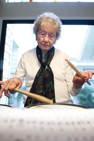 Lodi woman, 95, playing drums after 80-plus year hiatus